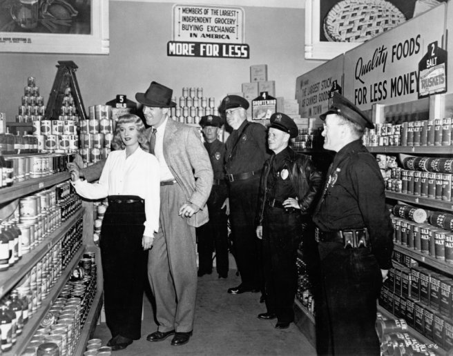 double-indemnity-1944-006-supermarket-behind-the-scenes-2-00o-28m